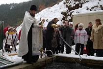 Pravoslavní věřící absolvovali křest vodou.