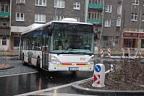 Kruhový objezd na Sokolovské ulici.