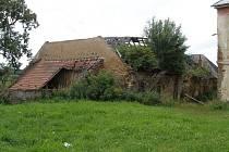 Na horním zámku v Toužimi se zřítila část střechy