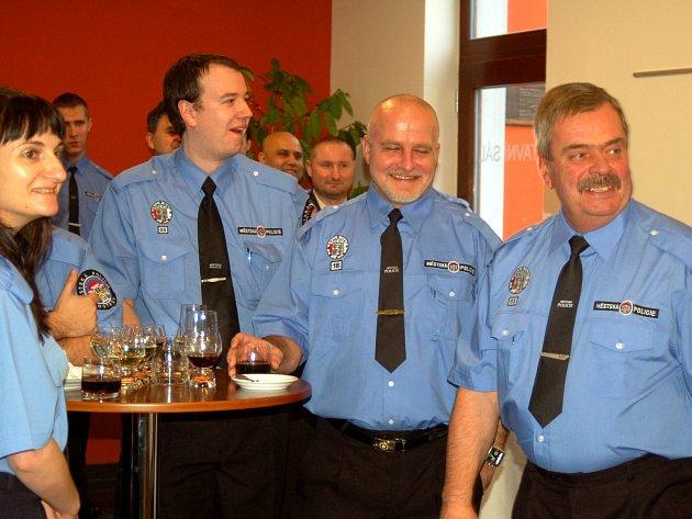 Vtipných zážitků ze služby nebylo málo. Služebně nejstarší strážník Václav Berka (vpravo)