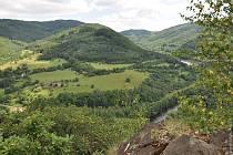 Čedičová žíla Boč je přírodní památka mezi Stráží nad Ohří a Bočí v okrese Karlovy Vary.