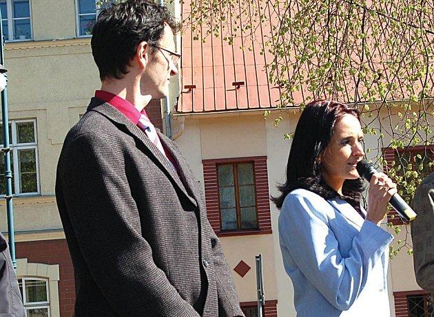 MLUVILA O ŠKOLKÁCH. Místostarostka Nejdku Iveta Drobná hovořila o sloučených školkách i na akci Den s Deníkem.