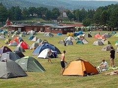 Nejlevnější ubytování na MFF bývá tradičně ve stanovém městečku na Rolavě. A bude tomu tak i letos.