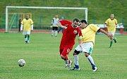 V dalším kole okresního přeboru vyhrálo karlovarské Bacardi (v červeném) nad Slavií Junior (ve žlutém) vysoko 8:1