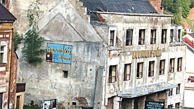 Nevábná ruina Hornického domu nejspíš nadobro zmizí.