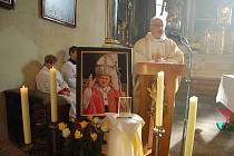 Ostrovská farnost má od soboty jako první v republice relikviář s ostatky papeže Jana Pavla II.