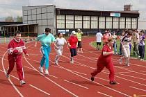 Jednou z nejoblíbenějších disciplín na sportovním dni je sprint na 100 metrů. Soutěžící dávali do sportovních výkonů všechny síly.