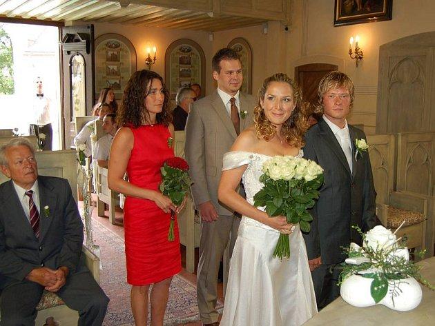 Brankář HC Energie Lukáš Mensator se v sobotu 28. června oženil.