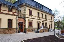 Rekonstrukce historické restaurace Malé Versailles v Karlových Varech, rekonstrukce rozhledny Bučina u Kyselky a projekt rozhledny Rusalka na Božím Daru. Na snímku Malé Versailles.
