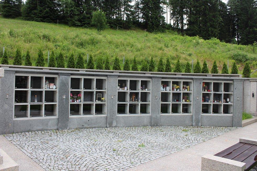 Potůčky také postavily zcela nové kolumbárium.
