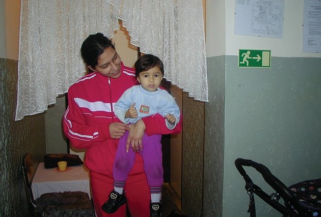 UBYTOVNY BEZ PROTEKCE? Podle údajů z magistrátu je zřejmé, že velké množství bytů v ubytovnách je přidělováno Romům. Bydlí například i v podobném zařízení v Bohaticích (na snímku).