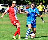 První podzimní prohru v ČFL musela skousnout po duelu se Štěchovicemi (v modrém) karlovarská Slavia, která nakonec prohrála v poměru 0:2.
