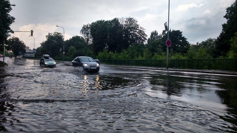 Bouřka a přívalový déšť v Karlových Varech.