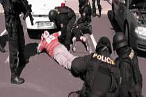 Policisté Krajské hospodářské kriminálky Karlovarského kraje zadrželi dvě osoby, které podezírají ze zvlášť závažného zločinu podvodu.