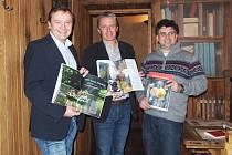 Slavnostního představení knihy se zúčastnili Frank Ebert předseda spolku Oberfrankem Offensive, Oliver Esseenberg, majitel vydavatelství Selekt, a spoluautor knihy Jaroslav Dolina (zleva).