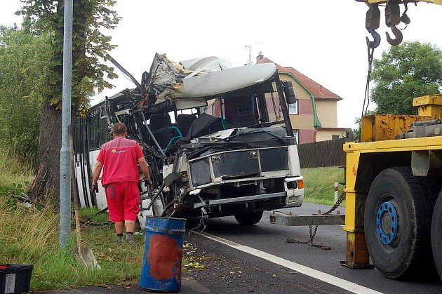 V pondělí 18. července ráno havaroval autobus mezi Nejdkem a Karlovými Vary  nedaleko od Staré Role