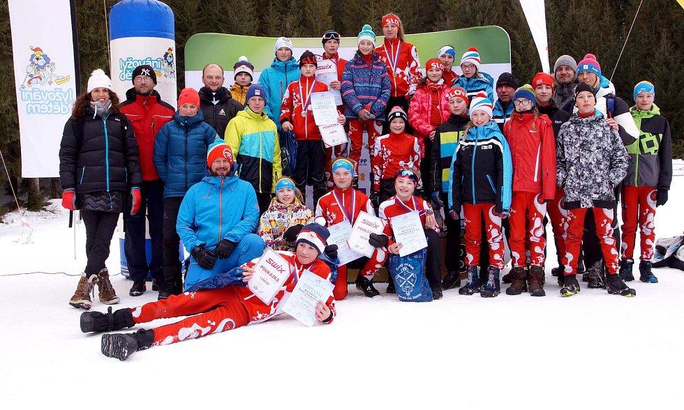 LK Slovan Karlovy Vary, oddíl běžeckého lyžování zažívá parádní sezonu. To potvrdil i na třídenních závodech v rámci mistrovství České republiky žactva v Harrachově.
