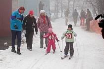 102 let spolku zimních sportů Abertamy oslavili o víkendu všichni příznivci lyžování. Vrcholem programu, který moderoval Václav Upír Krejčí byl závod družste lyžařů v historických kostýmech