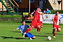 Druhý třetiligový účastník dnes prověří fotbalisty divizního ostrovského FK. Po karlovarské Slavii, se kterou Ostrov remizoval 2:2, se dnes představí od 18 hodin na půdě Sokolova.