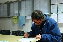 Sehnat práci v regionu není snadné, byť počet nezaměstnaných nevzrostl.
