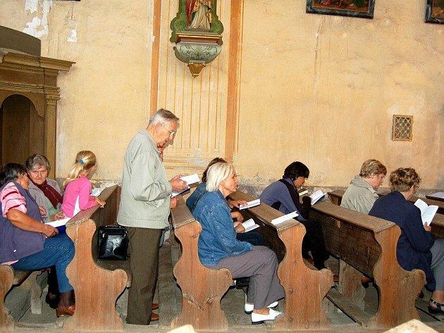 Slavnostní mši v kostele sv. Linharta v Údrči celebroval plzeňský biskup František Radkovský