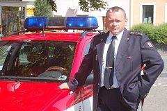 VELITEL. Nadporučík Jiří Horník stojí v čele stanice hasičů v Toužimi po celých dosavadních deset let.