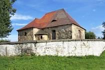 Kostel svatého Bartoloměje v obci Přílezy.