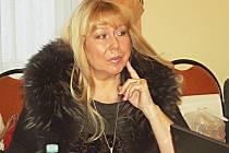 OSUDOVÁ ŽENA. Radní Iveta Hejnová, zvolená za hnutí ANO a nyní nezařazená, kvůli které se tak trochu rozhádala karlovarská koalice. Hnutí ANO o její působení v radě už nestálo.