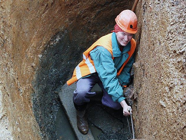 Arechologové našli v klášteře zachovalou součást kašny.