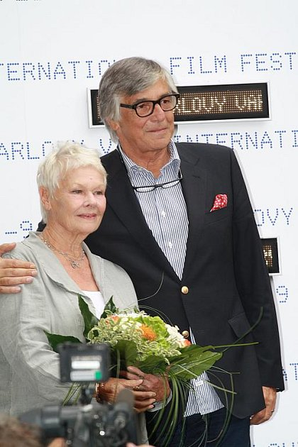 Judi Denchová a Jiří Bartoška