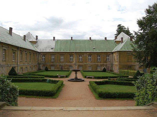Palác princů. Historická budova v zámeckém areálu se promění v městskou knihovnu do poloviny příštího roku.