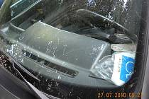 Padělaná karta za oknem osobního vozu pořádně nazdvihla invalidu, na jehož vyhrazené místo postavila své auto sedmačtyřicetiletá žena.