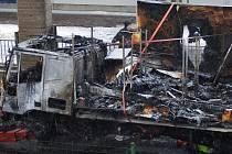 Ve středu 10. února ráno zablokoval hořící kamion dopravu na průtahu v Karlových Varech.
