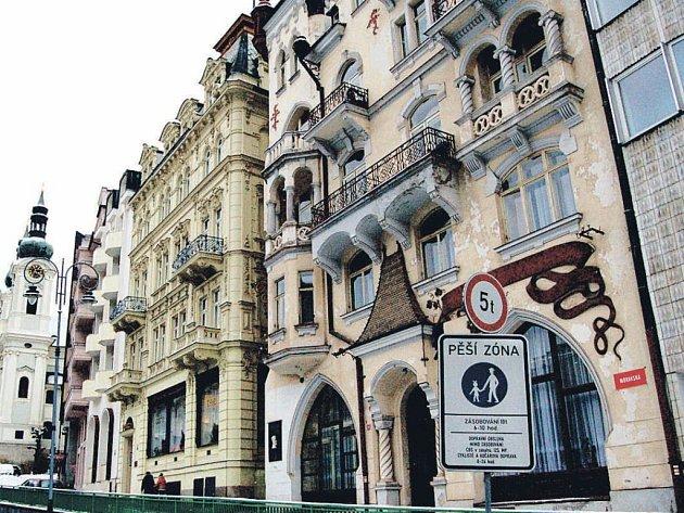 Zátěž pro ministerstvo. Ministerstvo vnitra argumentuje tím, že pronájmem lázeňských domů ušetří . Mezi tyto domy patří i komplex Tosca (na snímku), který se nachází na prestižní adrese.