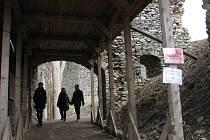 Hrad v Andělské Hoře čekají další opravy.