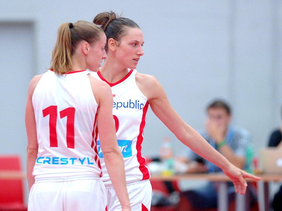 Kateřina Elhotová (11) a Dana Kušlitová (10)