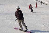 Skiareály v Krušných horách, jejichž provozovatelé by už pomýšleli na ukončení sezony, jsou výjimkou. Stále se ve většině z nich bez problémů lyžuje.
