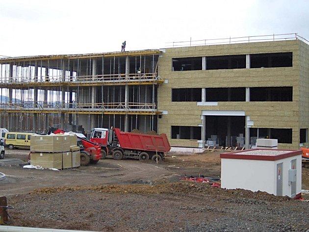 NOVÝ ZÁVOD společnosti WITTE bude v ostrovské průmyslové zóně otevřen už v polovině května.