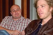 Poslední úspěch. Tomáš Svoboda (vlevo) a Kyle Eastwood. Svoboda ho pozval a Kyle na filmový festival přijel. A Svoboda, vedoucí odboru kultury a lázeňství, tento týden abdikoval.