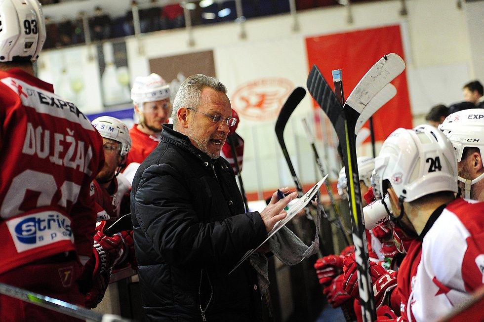 Hokejové utkání WSM Ligy - play off mezi celky HC Slavia Praha a  HC Energie Karlovy Vary 18. března v Praze. Trenér Slavie Milan Razým.