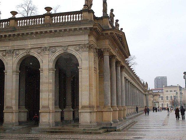 Zítkova kolonáda stála město přibližně padesát milionů korun. Další výdaje budou nutné na nákladné kamenické práce.