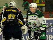 Hokejisté HC Energie (v bílém) hostili Kadaň