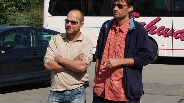 KAMARÁDI. Radní Václav Tomášek (ODS) a Radek Novák (ČSSD – vpravo) jsou dobrými přáteli. Jako jediní z radních přišli loni na protestní akci proti hale, v níž se oba angažovali.