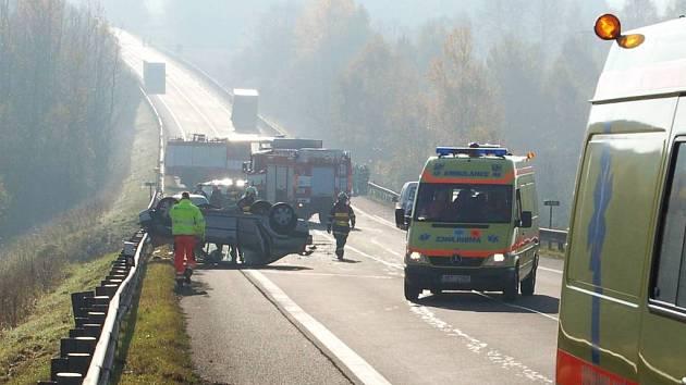 Pondělí 20. října: Nehoda na silnici I/6 u Žalmanova.