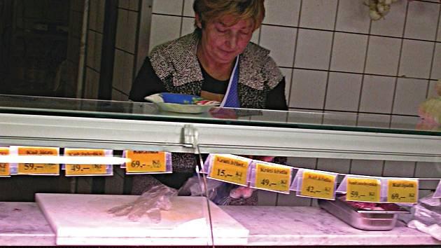 Nakoupit maso na venkově není snadné. Lidé odtamtud jezdí hlavně do Karlových Varů. Foto Deník/ S. Risová