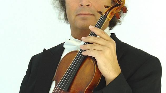 Uznávaný houslista Václav Hudeček zahraje ve středu barokní skladby.