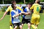 Dalovice (ve žlutém) uhrály s s týmem Vojkovic nerozhodný výsledek 5:5, čímž přišly o první místo v tabulce.