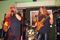 Koncert k desátému výročí vzniku odehrála v dalovické restauraci Pod Mostem kapela Longton rock´n roll band.
