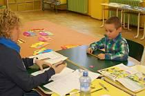 V Karlovarském kraji začaly zápisy do prvních tříd. Mezi prvními školami, které přivítaly budoucí prvňáky, byla i ZŠ Dukelských hrdinů v Karlových Varech.