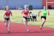 Městský stadion v Karlových Varech se opět prohýbal. Dostaveníčko si totiž daly v lázeňském městě atletické naděje, které absolvovaly první kolo OMD staršího žactva a druhé kolo OMD mladšího žactva.